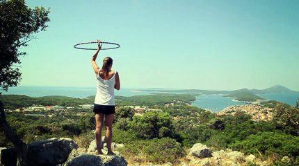 Hooping im Sommer mit Isabella Ebner. Hoop mit.
