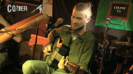 Corner TV | Das Akustik Café vom Juni mit Chris May. Sei dabei.