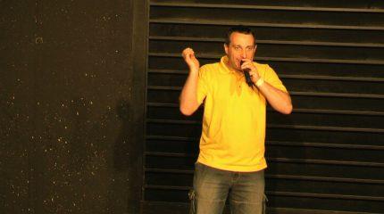 """Neue Folge von Comedy im Pub: Diesmal mit """"Pete the Beat"""" immer um 9:00 und 19:00 Uhr auf FS1"""