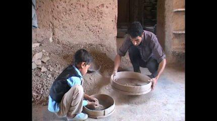 Dance of the earth  Eine Dokumentation von Majid Amiri Mendi. Schalt ein.